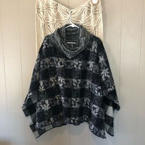 Reversible floral and plaid poncho free size